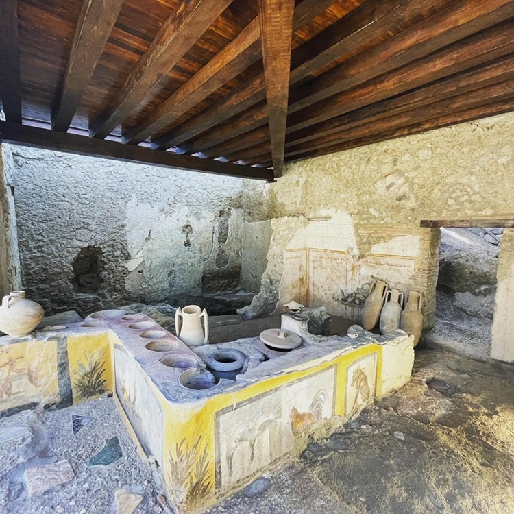 """An Ancient Frescoed """"Thermopolium"""" or Snack Bar Is Now on View at Pompeii"""