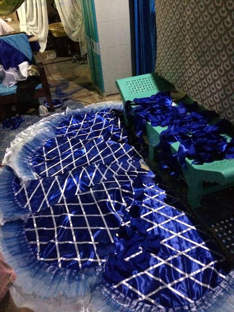 proceso de confección de falda con cintas