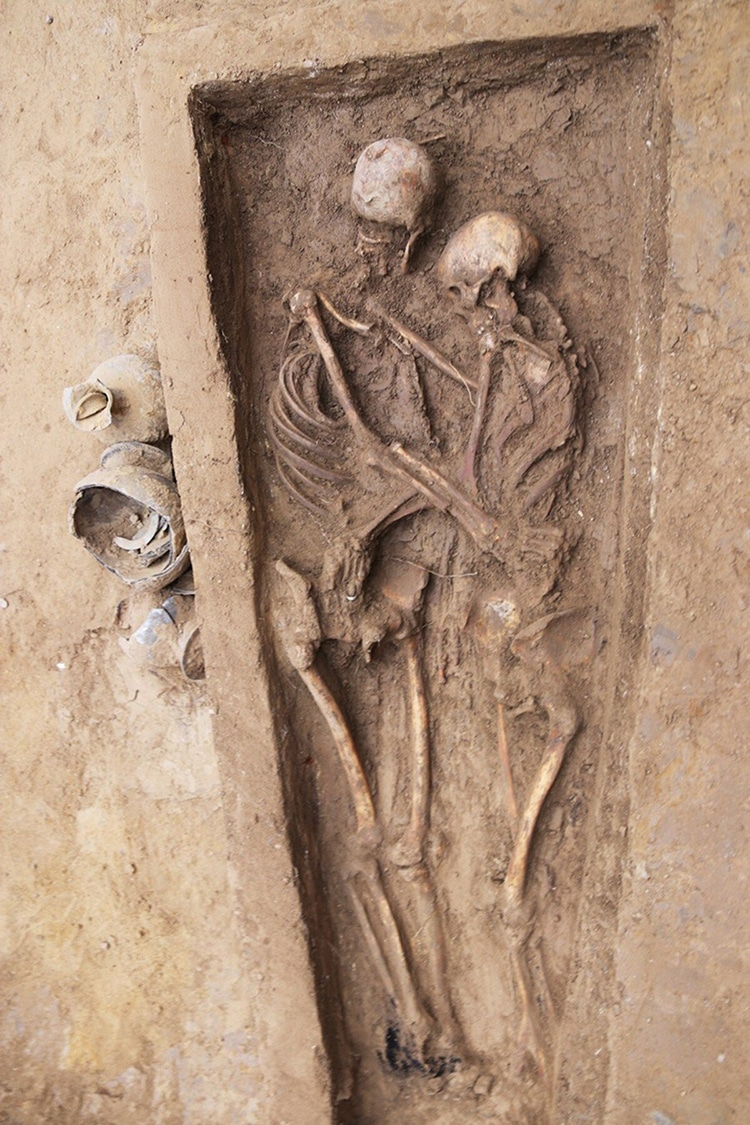 Burial of Ancient Lovers' Skeletons in an Embrace Found in Chinese Cemetery