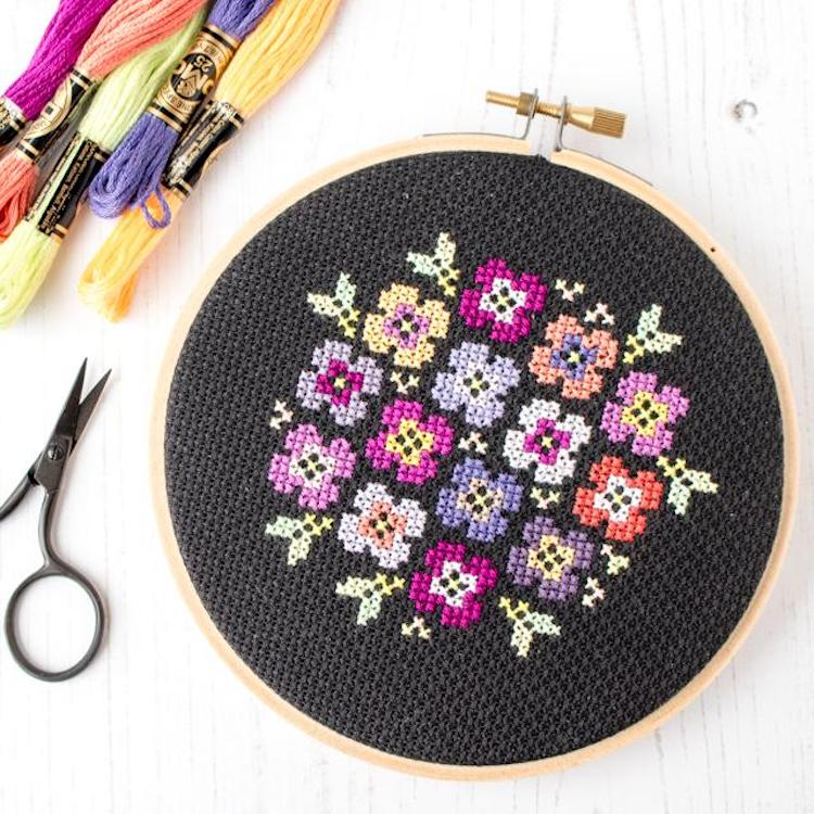 Cross stitch pattern of flowers