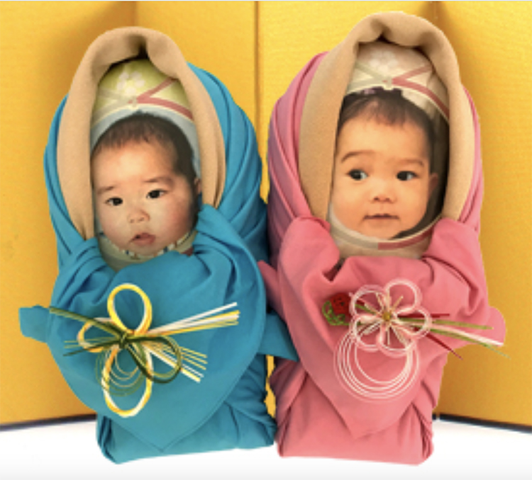 """Japanese Families Are Sending Bags of Rice as """"Newborns"""" for Relatives to Hugs"""