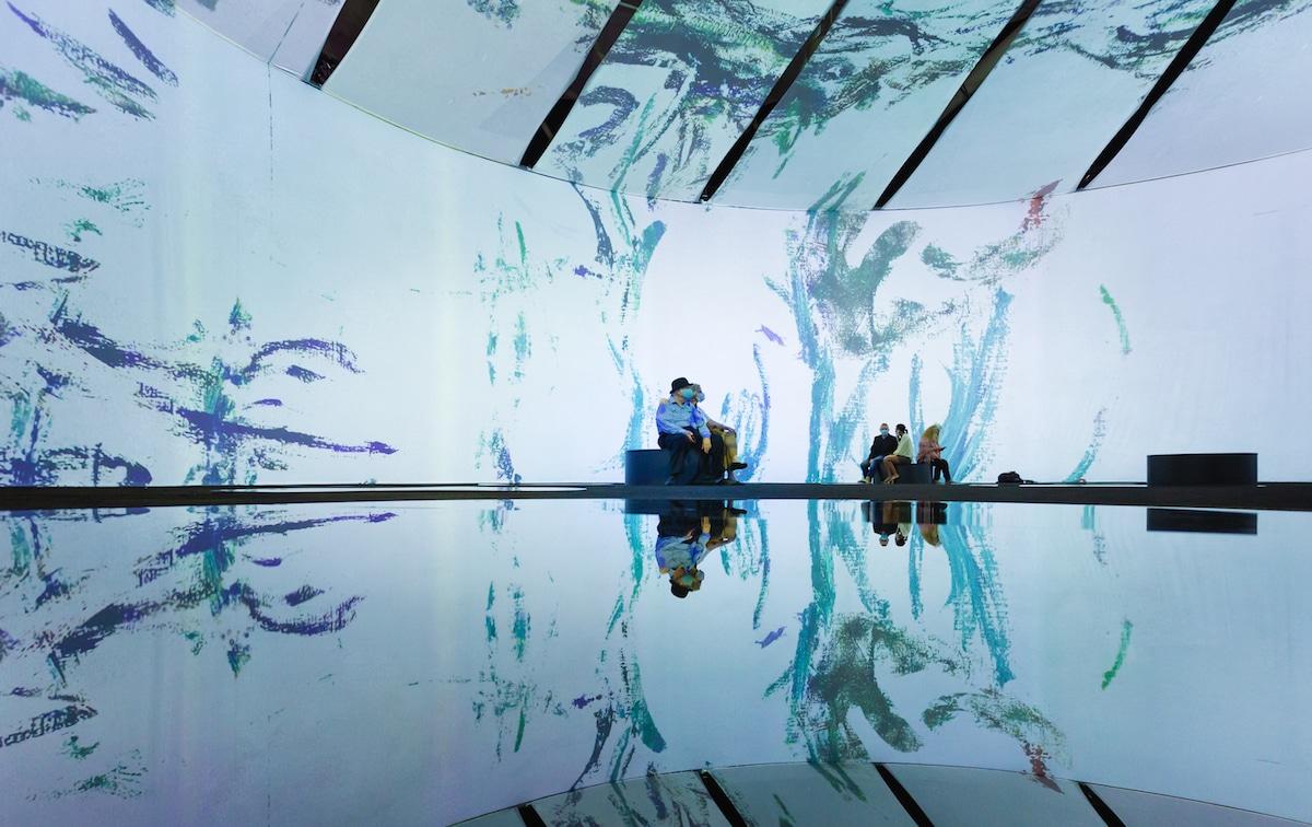 Photo de l'intérieur de l'exposition Beyond Monet