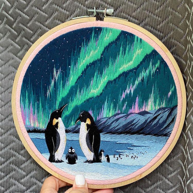 Ricami brillanti catturano la grande bellezza dell'aurora boreale di Tanya Mironowa