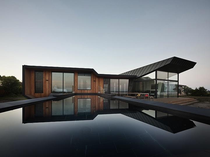 Modern australian outback beach house for Australian modern homes