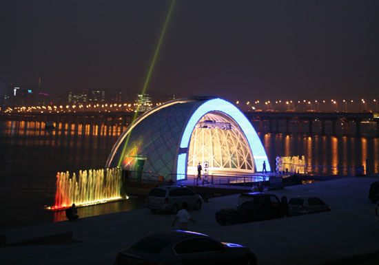 This Systems Allows For The Stage To Be Used During All Four Seasons And In Winter Time Dome Can Closed As An Indoor E