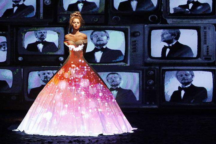Hi-Tech Fashion: Dress Projection Mapping
