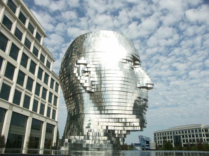 Metalmorphosis by David Cerny giant moving head sculpture