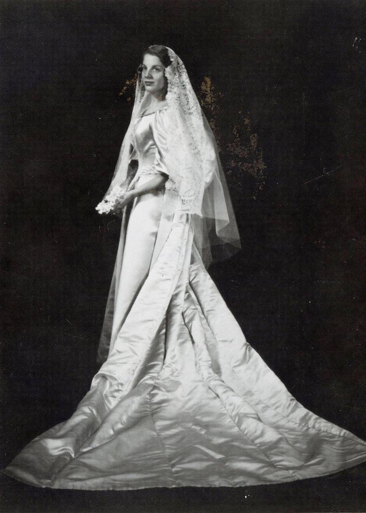 Bride Will Be the 11th Woman in Her Family to Wear 120-Year-Old ...