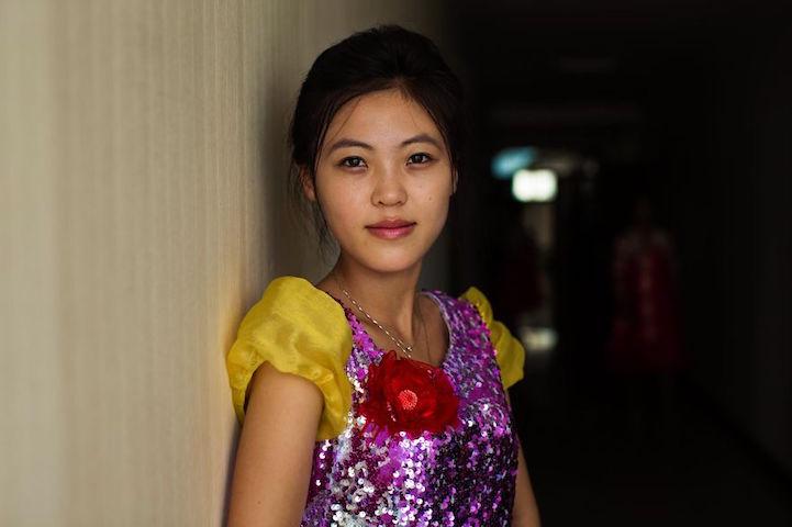 Photographer puts delicate beauty of North Korean women