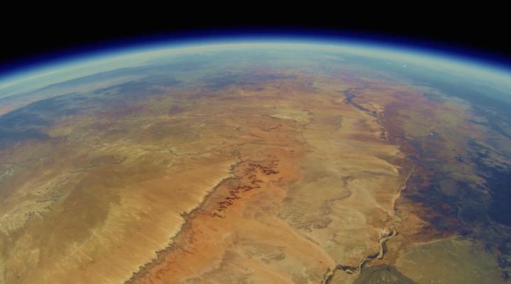 Una GoPro enviada a la estratósfera reaparece dos años después con imágenes asombrosas de la Tierra desde el espacio