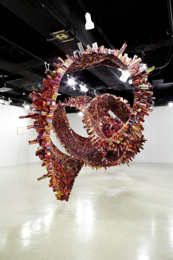 Three-Dimensional Magazine Sculptures Defy All Boundaries