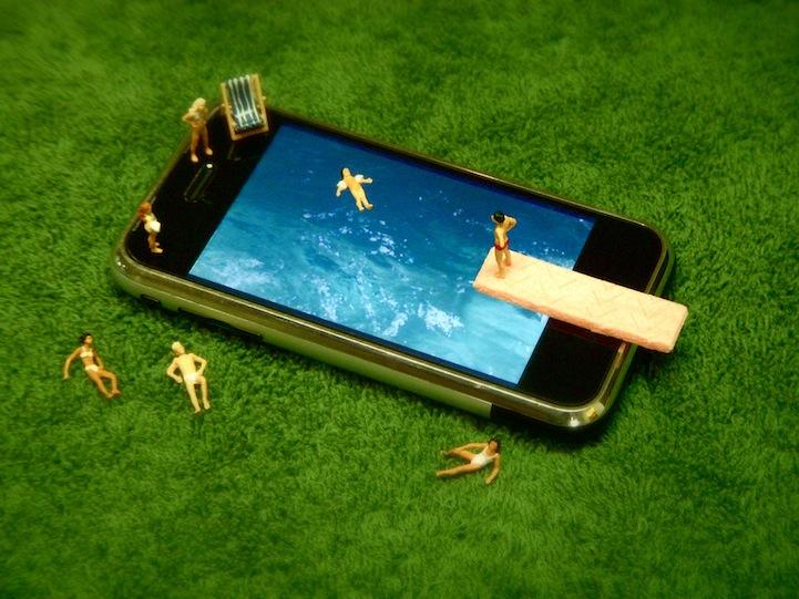 Miniature iPhone People (4 scenes)