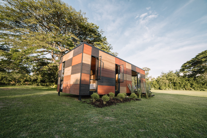 Modular mobile home offers easy transport and assembly for living ...