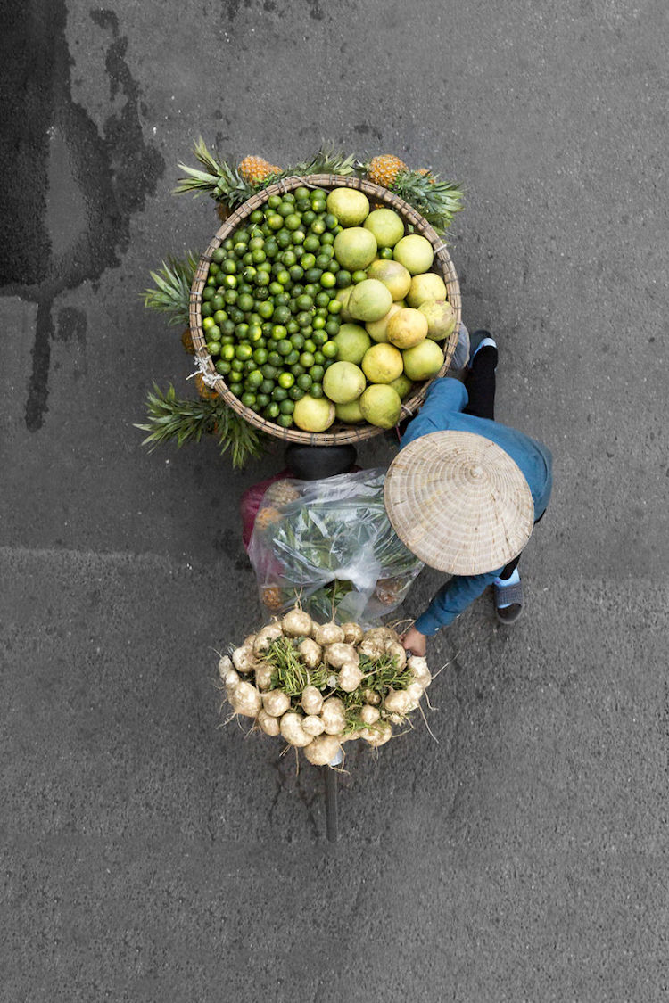 Photographer Finds Symmetrical Art In Hanoi Street Vendor