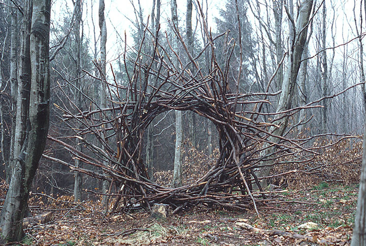 andy goldsworthy site-specific land art earthworks nature art installation epherma