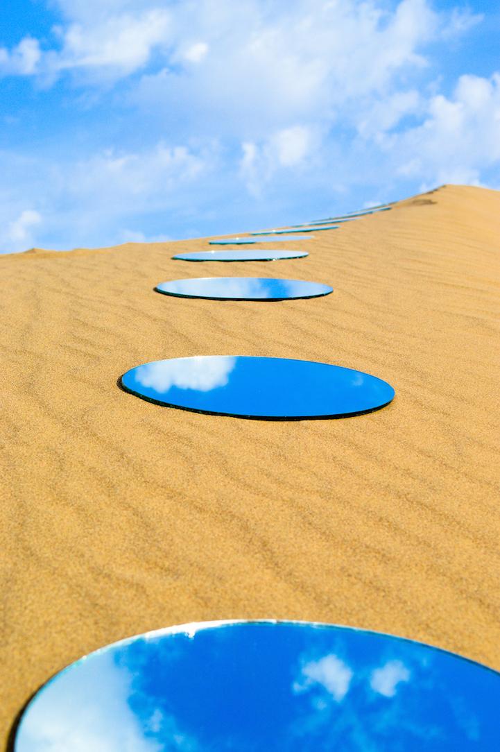 Iranian artist 39 s mirror installations symbolize the for Lots specchio