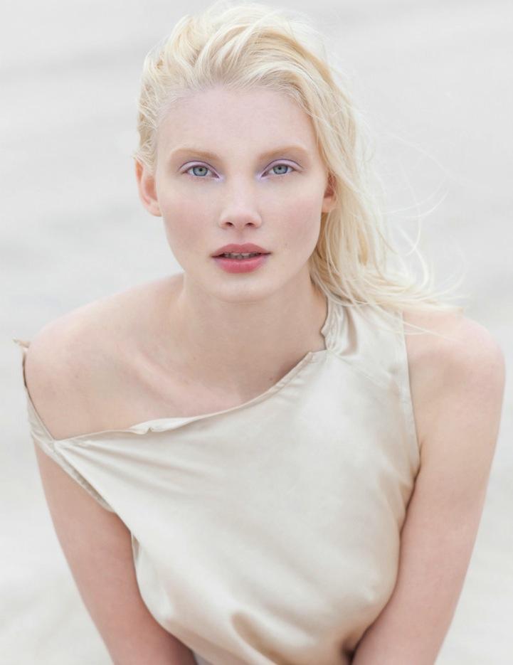Красивая скандинавская блондинка фото