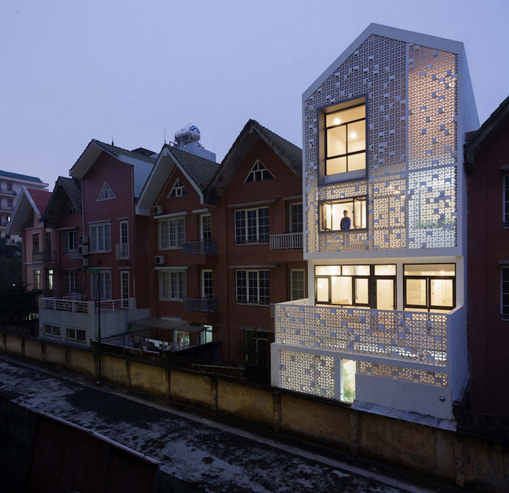 Modern Row House Plans: Decorative Brick Shell Transforms Row House Into Most Eye