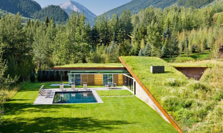Gr Roof Home Is Built Into The Ground For Energy Conserving Camouflage