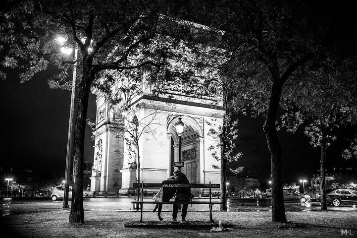 Romantic photos capture candid moments of love between - Black and white love pictures ...