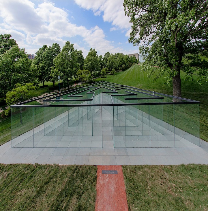 image of the glass labyrinth in Kansas City, MO