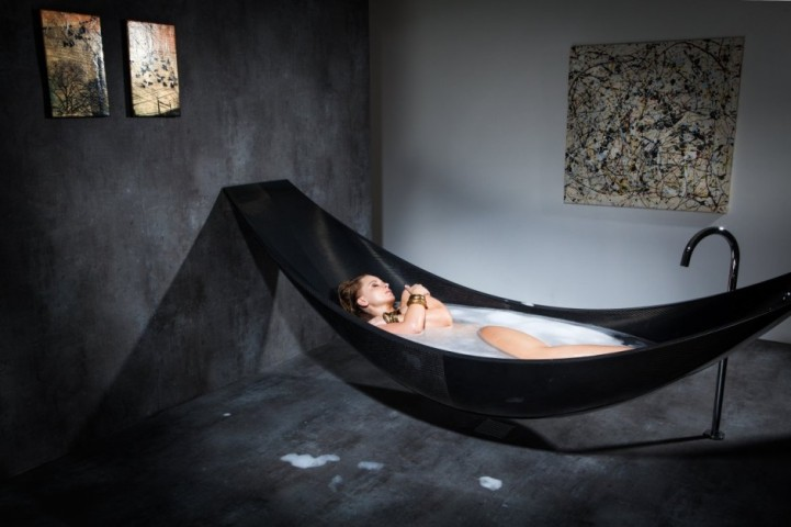... this sculptural tub also comes in a variety of colors such as red,  blue, yellow, pink, bronze and pure silver, as well as different custom  sizes to best ... - Floating Hammock Bathtub Provides Ultimate Relaxation