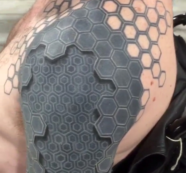 Mind-Bending 3D Tattoo Appears to Turn Man\'s Arm into a Machine