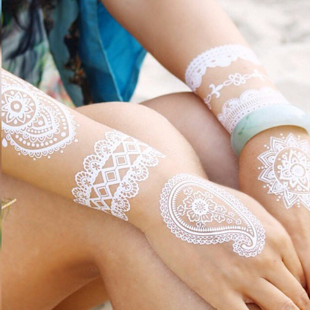 Henna Armband Tattoo: Stunning White Henna-Like Tattoos Look Like Lace Draped