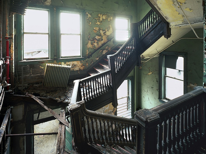 25 Bone Chilling Photos Of Abandoned Places