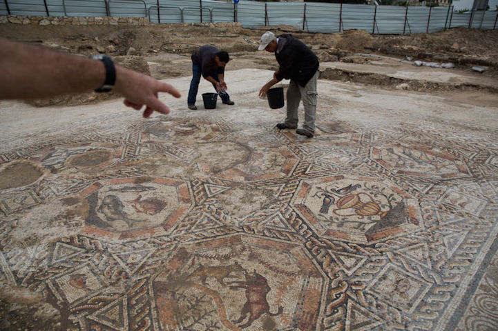 1 700 Year Old Roman Mosaic Discovered During City Sewer
