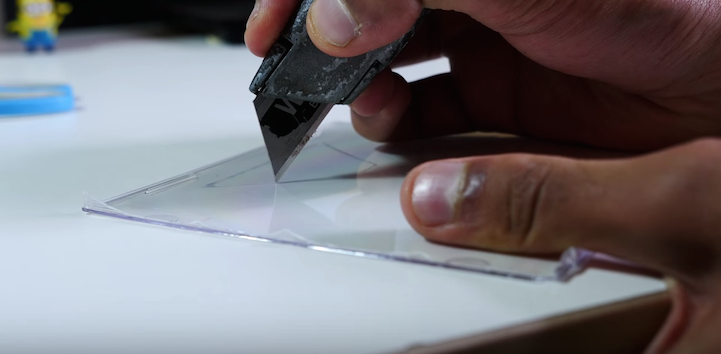 Simple DIY Transforms Any Smartphone into a 3D Hologram Projector
