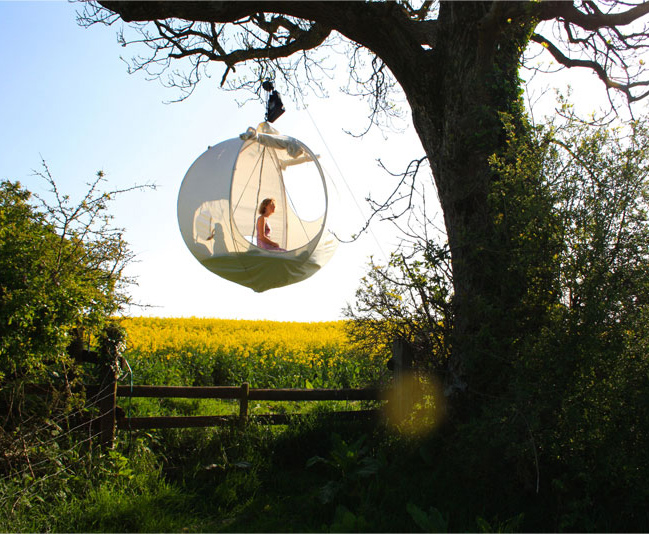 Hanging Tent Company website via [Inhabitat] & Suspended Moon-Shaped Tent Sleeps You Closer to the Stars