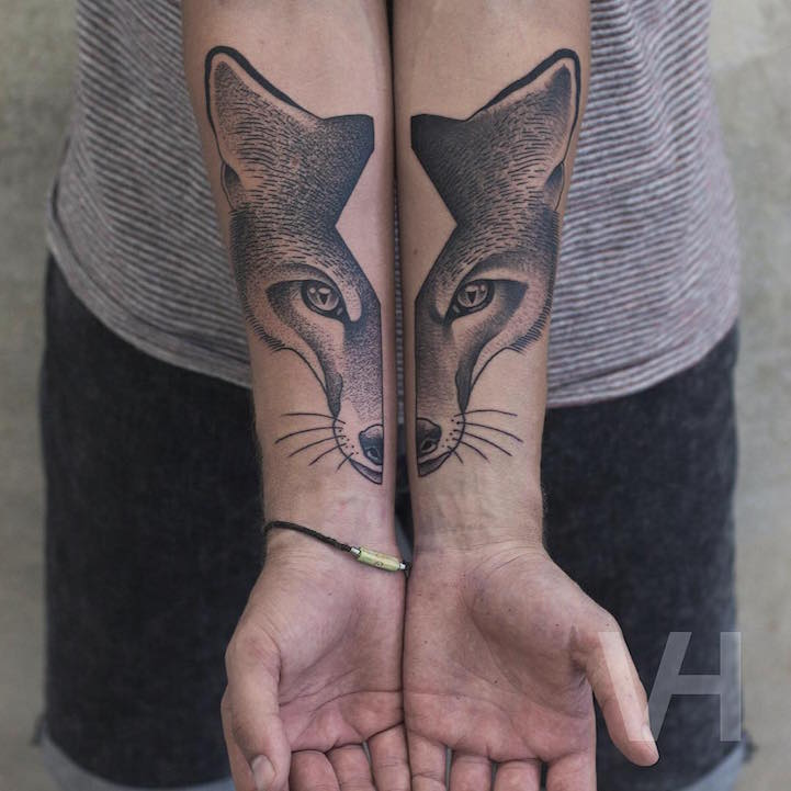 99b629f02 Split-Faced Animal Tattoos Creatively Inked on Separate Limbs