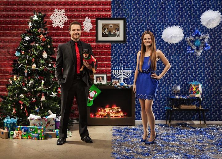 Christmas Hannakah.Clever Couple Creates Half Christmas Half Hanukkah Card
