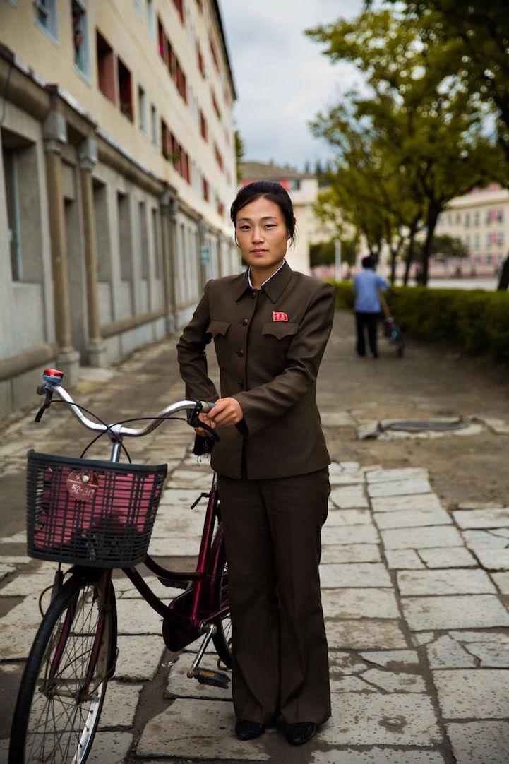 Photographer Takes Rare Photos Of North Korean Women to