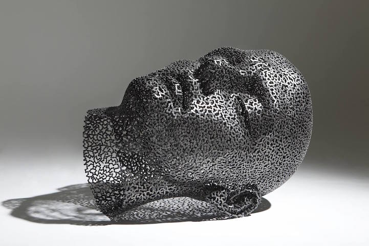 Powerfully Expressive Chain Link Sculptures Of Meditative