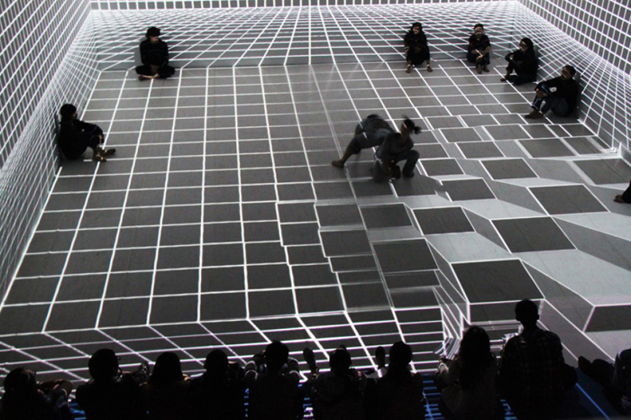 Spectacular Interactive Dance Performance Using Projection