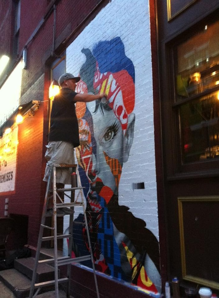 Eye catching mural of audrey hepburn in nyc 39 s little italy for Mural on broome street