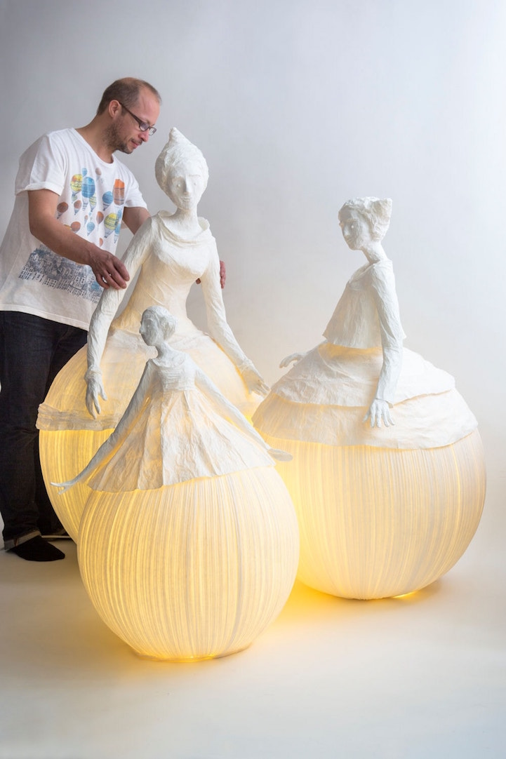 Figurative papier m ch lamp sculptures illuminate a room for Papier mache decorations