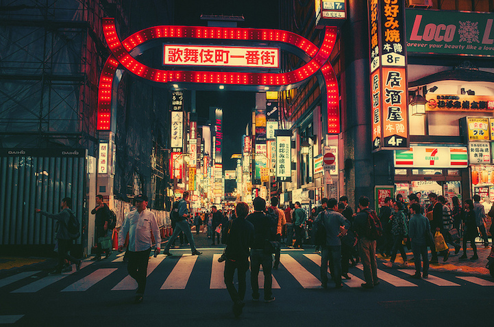 Cinematic Photos Of Tokyo S Streets Magically Lit Up At Night