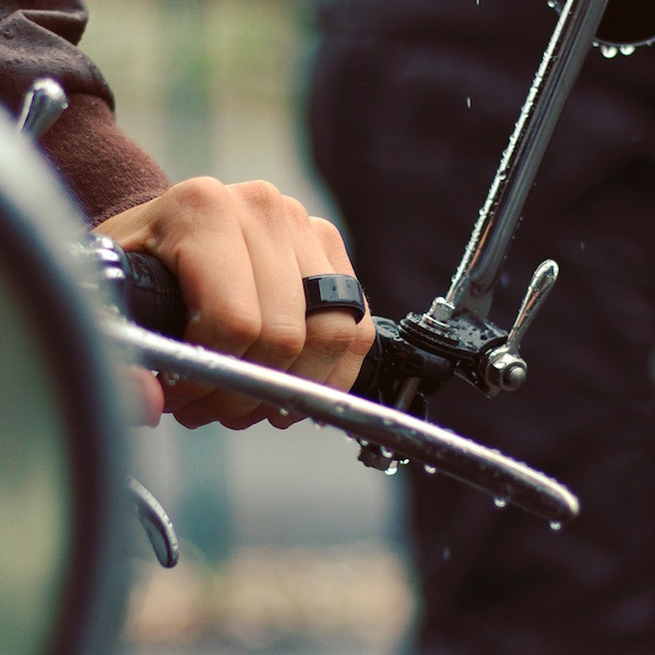 smart minimalist rings let you feel your loved one s heartbeat in