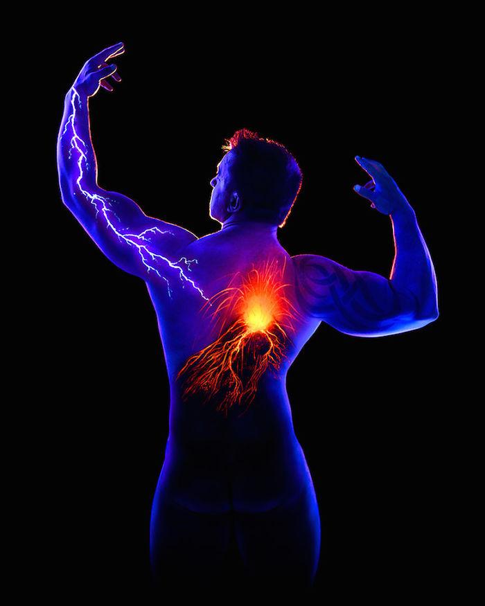 Stunning Body Paintings Glow Under Black Lights - Amazing black light body art photography john poppleton