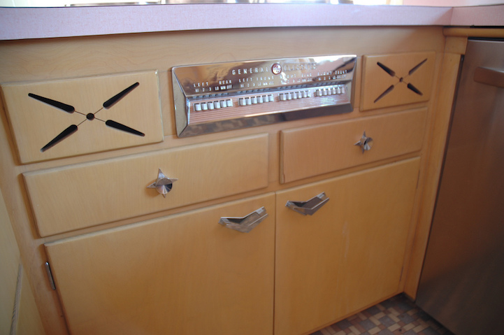 Man buys house with unused and perfectly preserved 1950s kitchen - Cucina anni 50 americana ...