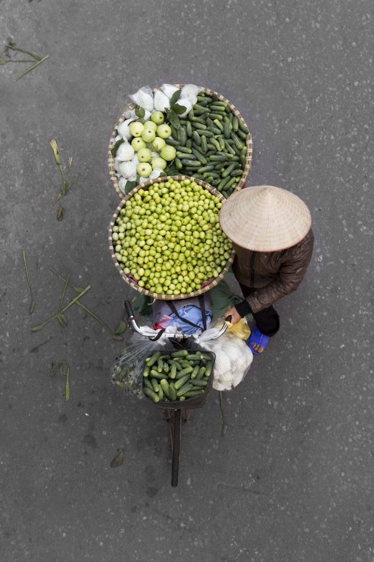 Photographer Elevates Ordinary Street Vendor Into Stunning Imagery