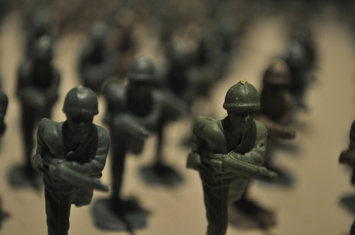 10,000 green army toy soldiers installation by Francis Hollenkamp