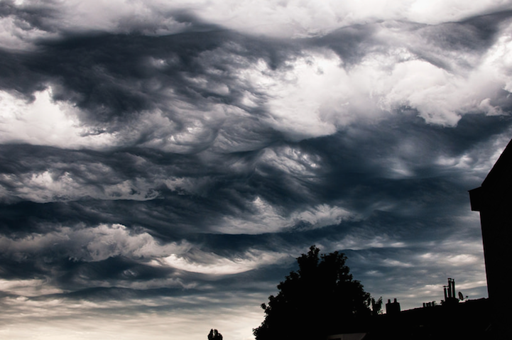 Stormy Clouds Roll Like Ocean Waves Across The Sky - Beautiful photographs of storm clouds look like rolling ocean waves