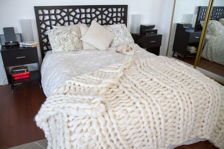 laura birek giganto-blanket DIY chunky knit blanket oversized knit