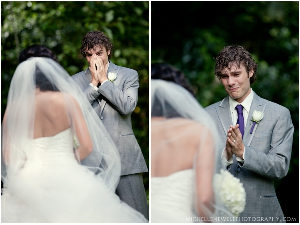 12 touching first look photos that show grooms crying junglespirit Gallery