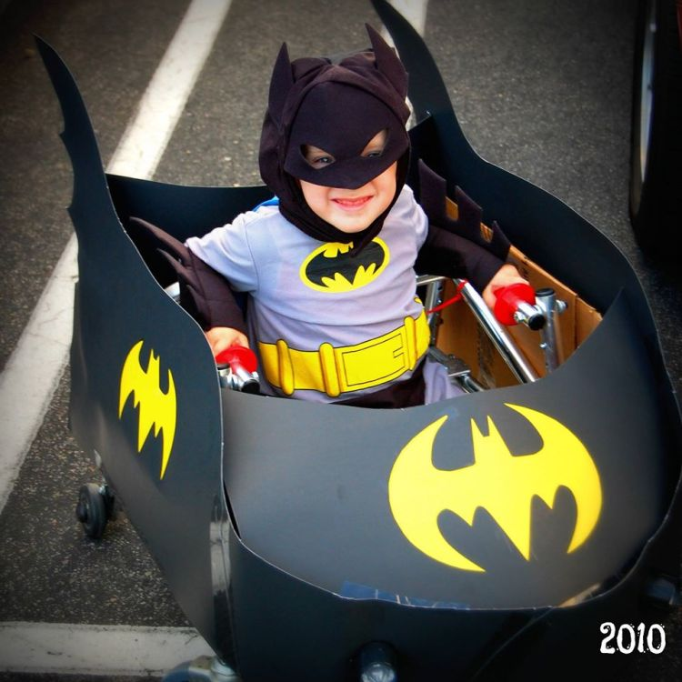 Dad Makes Custom Batman And Bat Mobile Halloween Costume For Son