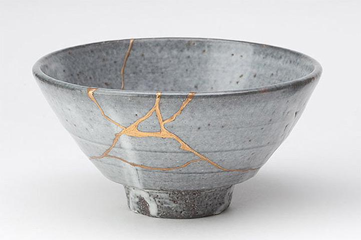 kintsugi Japanes art broken pottery